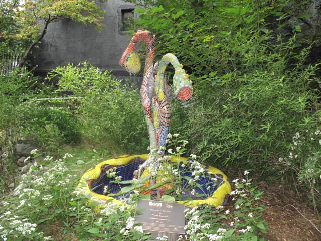 Fountain Modesto Flores