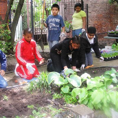 community-gardens-kids-gardening-400